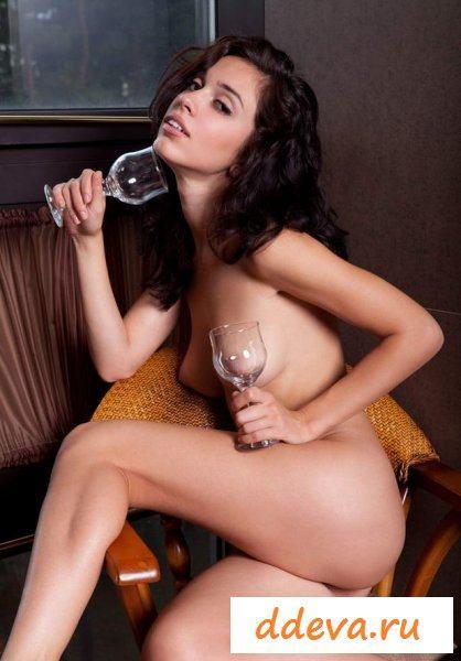 Небольшие соски на женской груди