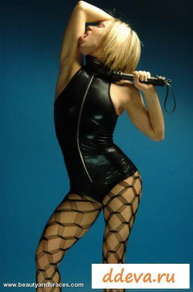 Блондинка в грязной эротической фантазии