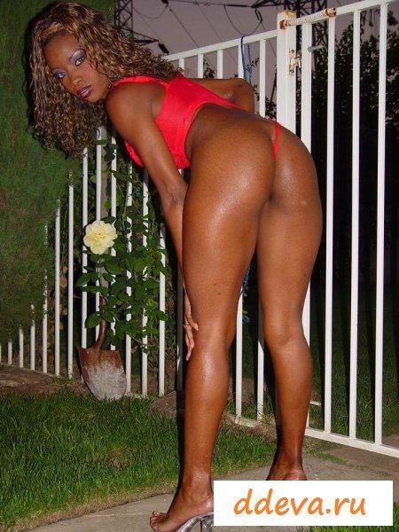 Негритянская леди с обалденными бедрами