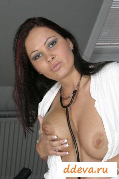 Медсестра провела сексуальную терапию