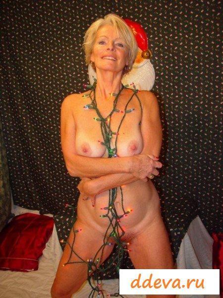 Грудастая старушка встречает новый год