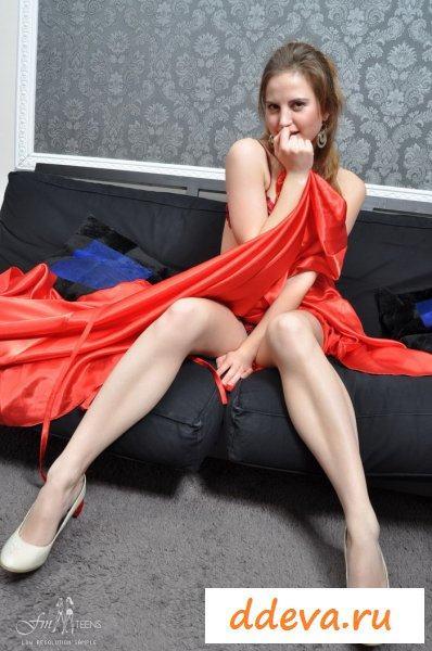 Длинные ножки и красные трусики