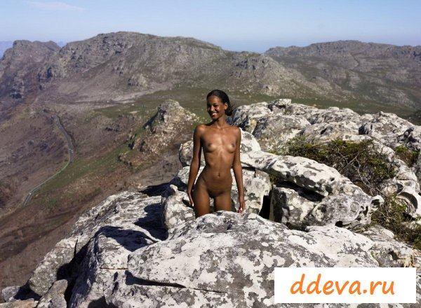Классная сучка с Африки в горах