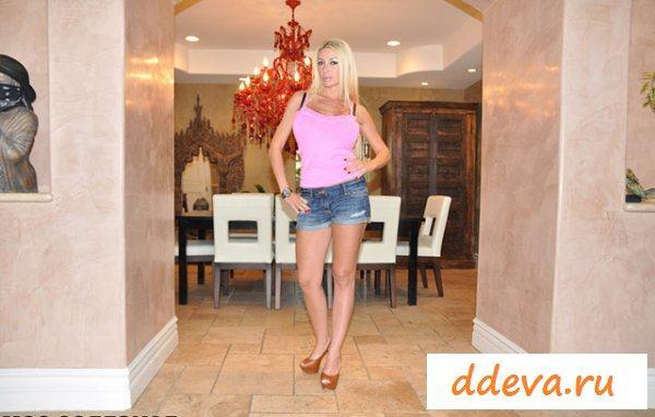 Роскошная грудь горячей блондинки