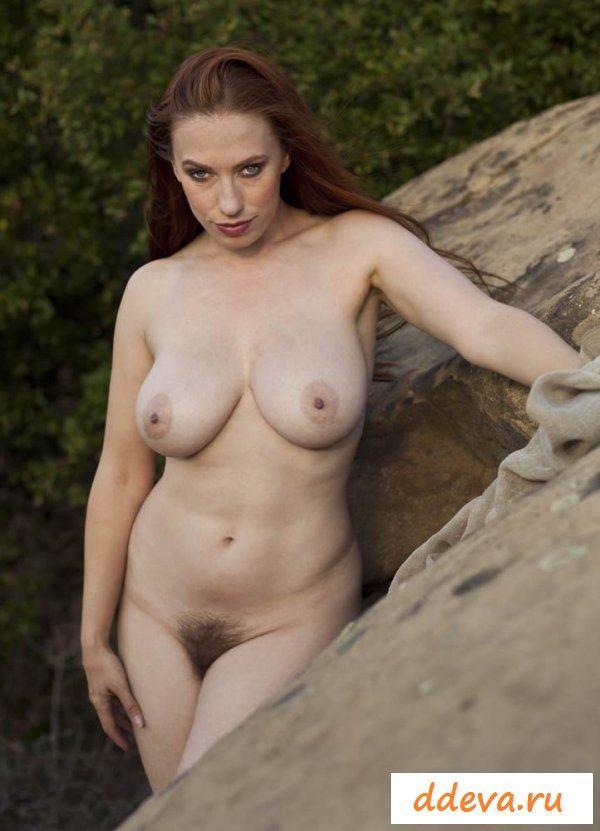 Голая баба на фото в горах