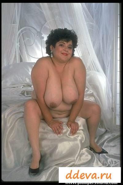 Толстая грудастая баба в стиле ретро