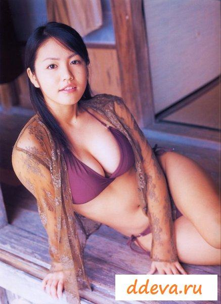 Японка любит ходить голая по улице