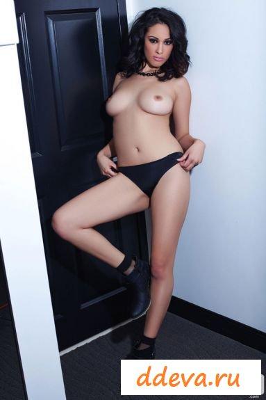 Классная знаменитость Саманта Лион