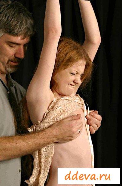 Извращения с малышкой со связанными руками