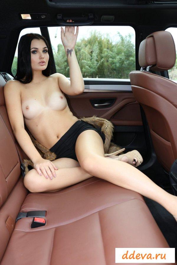 Машинная душенька с красивой киской