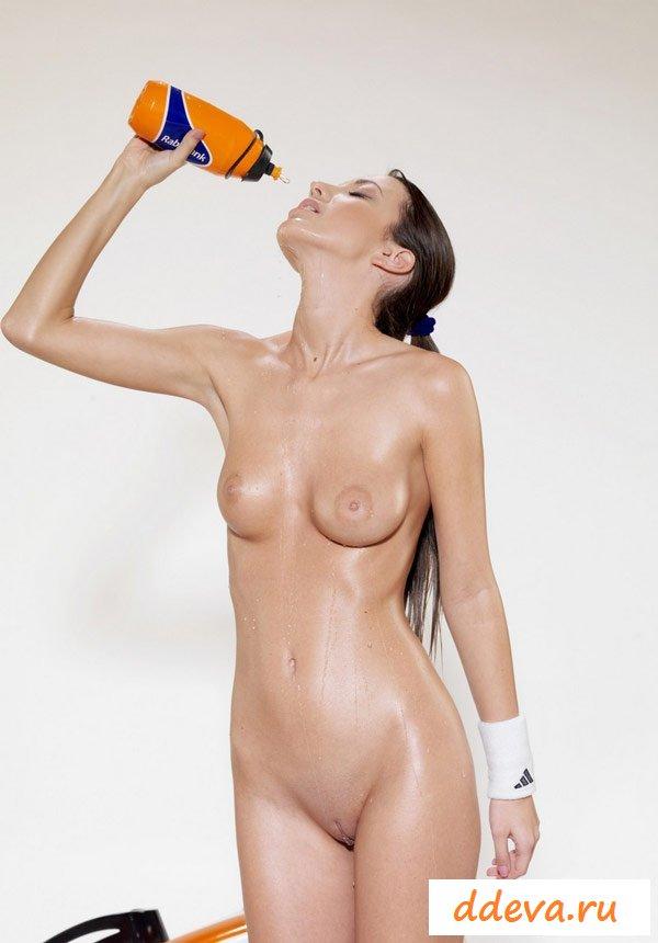 Голая спортсменка из Франции