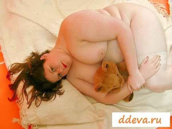 Злобная голая толстушка