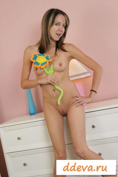 Молодая голая прошмандовка