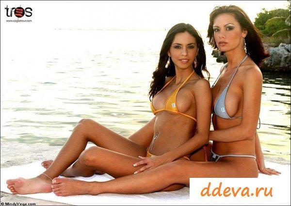 Сексапильные островитянки разделись на пляже